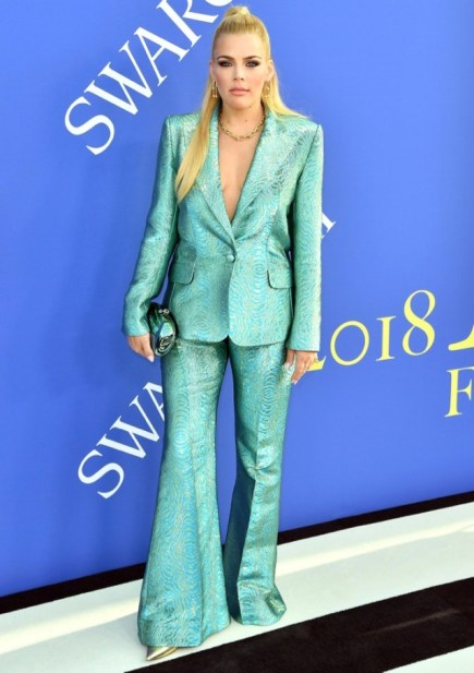 Busy-Philipps-2018-CFDA-Awards
